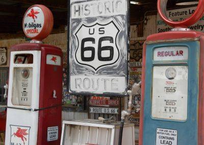 Eine auf alt getrimmte Tankstelle an der historischen Route 66