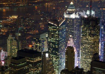 New Jersey: Das nächtliche New York vom Empire State Building aus fotografiert.