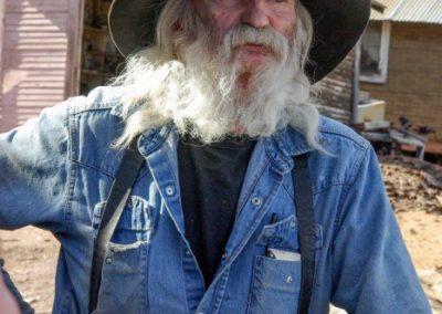 Don Robertson, Herrscher über eine ganze Kollektion von Autoschrott in Jerome, im US-Staat Arizona. Mehr Bilder vom Matanuska-Gletscher