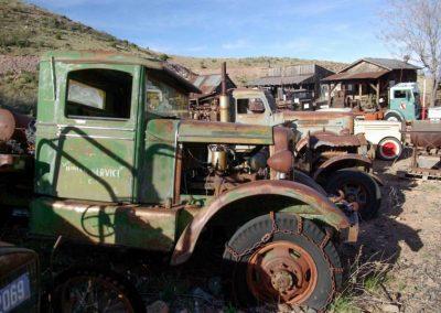 Autos, Trecker, Lastwagen, Tankstellen, Bandsägen, haushohe Maschinen, Generatoren und loses Werkzeug - bei Don gibts einfach alles