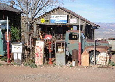 Nicht mehr ganz frisch, aber immer noch als Tankstelle zu erkennen.