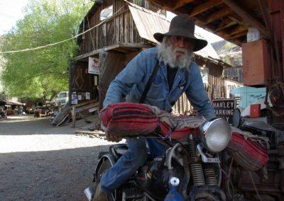 Einmal fest auf den Kickstarter, und die Harley läuft.
