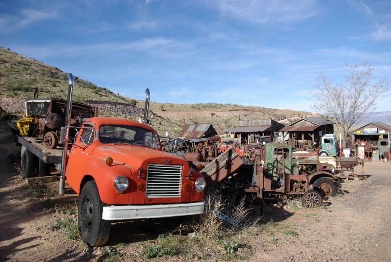 Mitten in der Abgeschiedenheit Arizonas nahe dem Gelände einer aufgelassenen Kupfermine bei Jerome liegt Don Robertsons Schrottplatz.