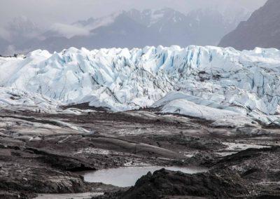 Es ist strammer Fußmarsch, bis die Eismassen über das Vorfeld erreicht sind.
