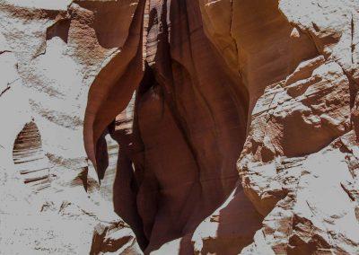Unscheinbar. Der Eingang zu dem 400 Meter langen Canyon wirkt wie ein Schlitz.