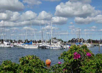 Boote schaukeln im Hafen von Bröndby nahe Kopenhagen.