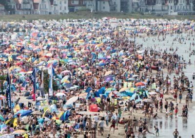 Ein Sommertag in Warnemünde. Kein Durchkommen mehr zum Meer.