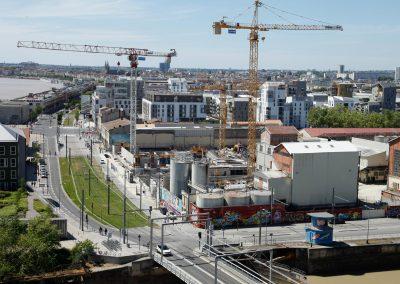 Der Blick von der Cité du vin auf das Hafenviertel Bacalan in Bordeaux.