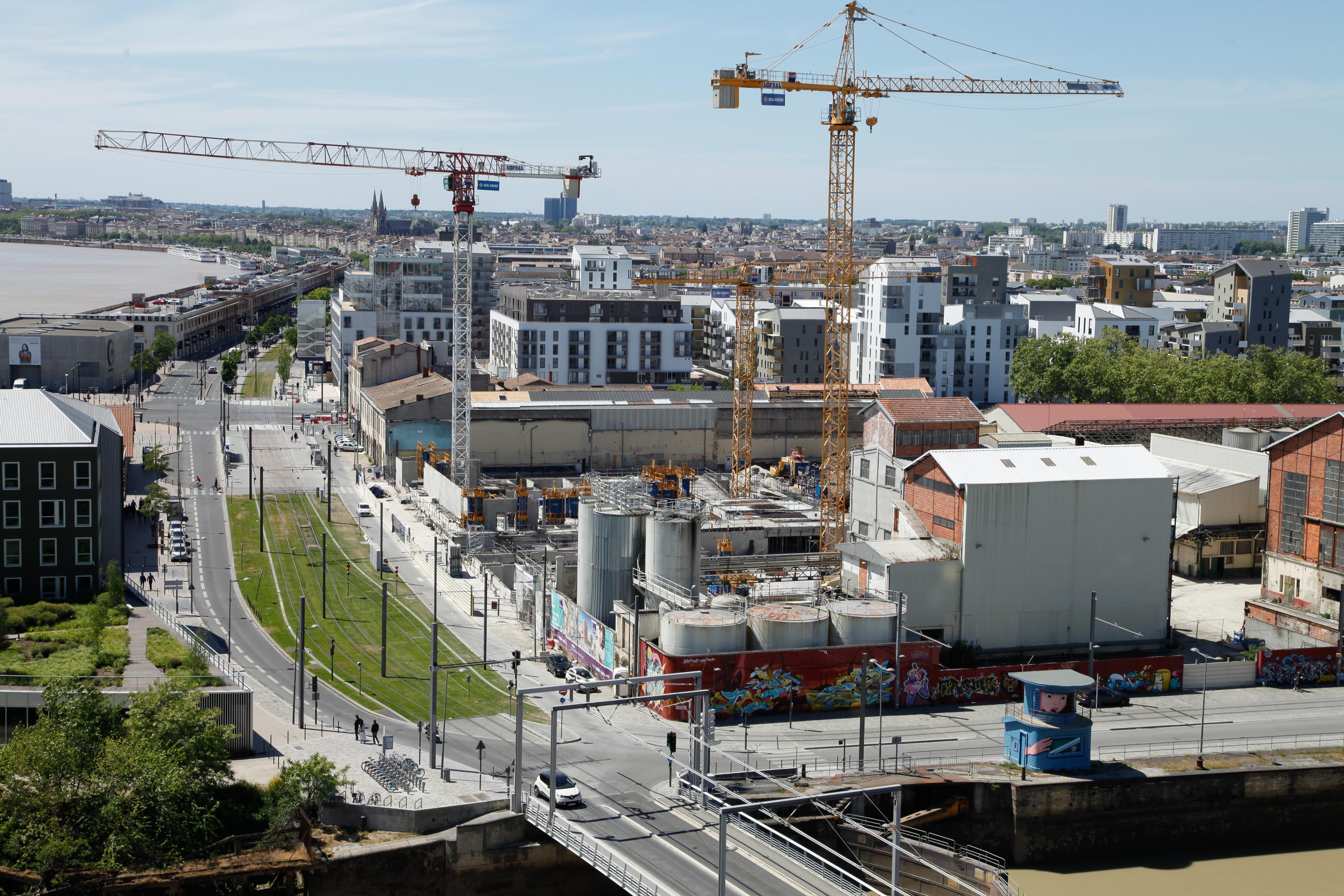 Der Blick von der Cité du vin auf das Hafenviertel Bacalan in Bordea