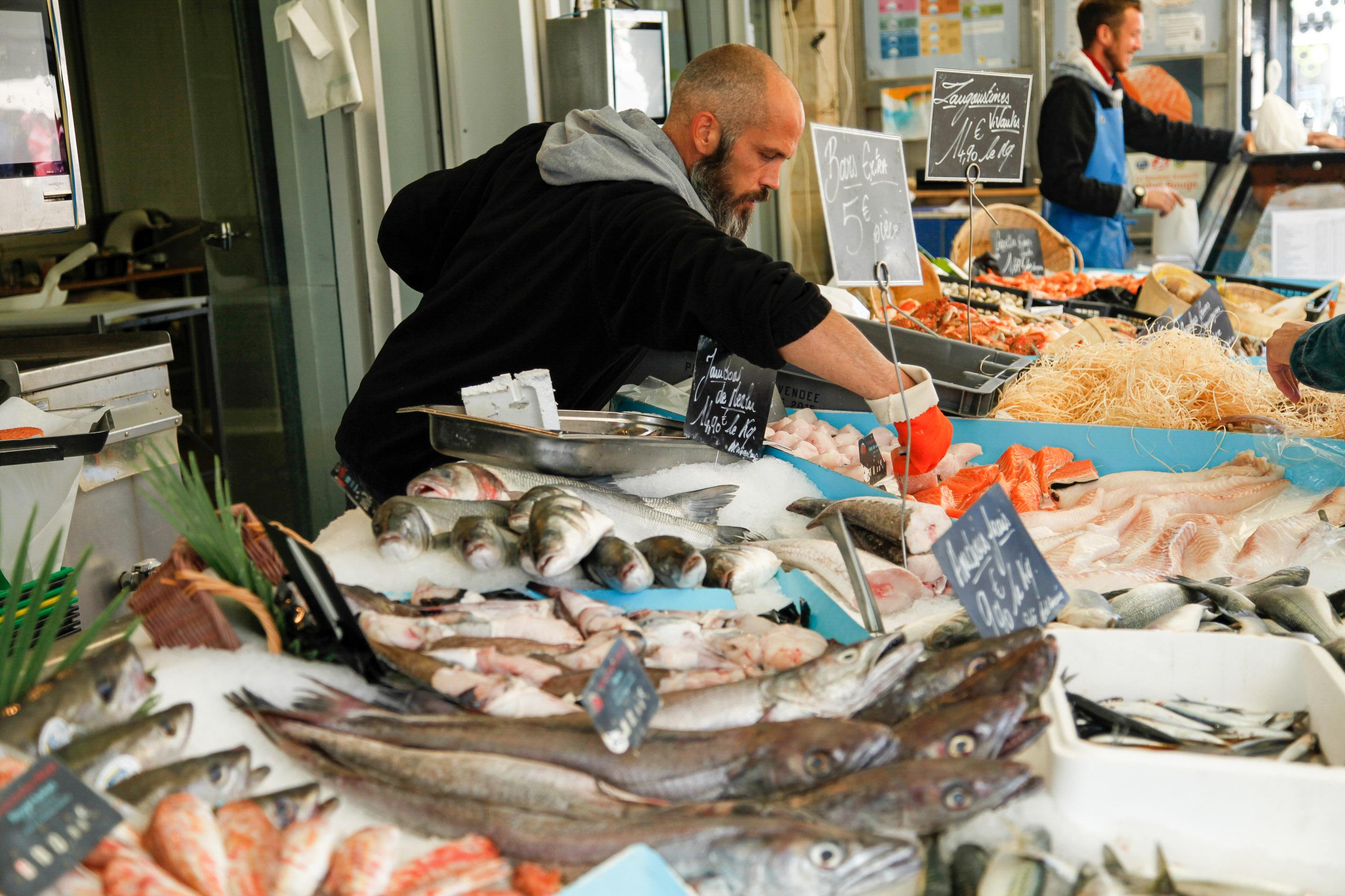 Das Angebot an frischen Fischen und Meeresfrüchten auf dem Marche du Capucin ist überreichlich.