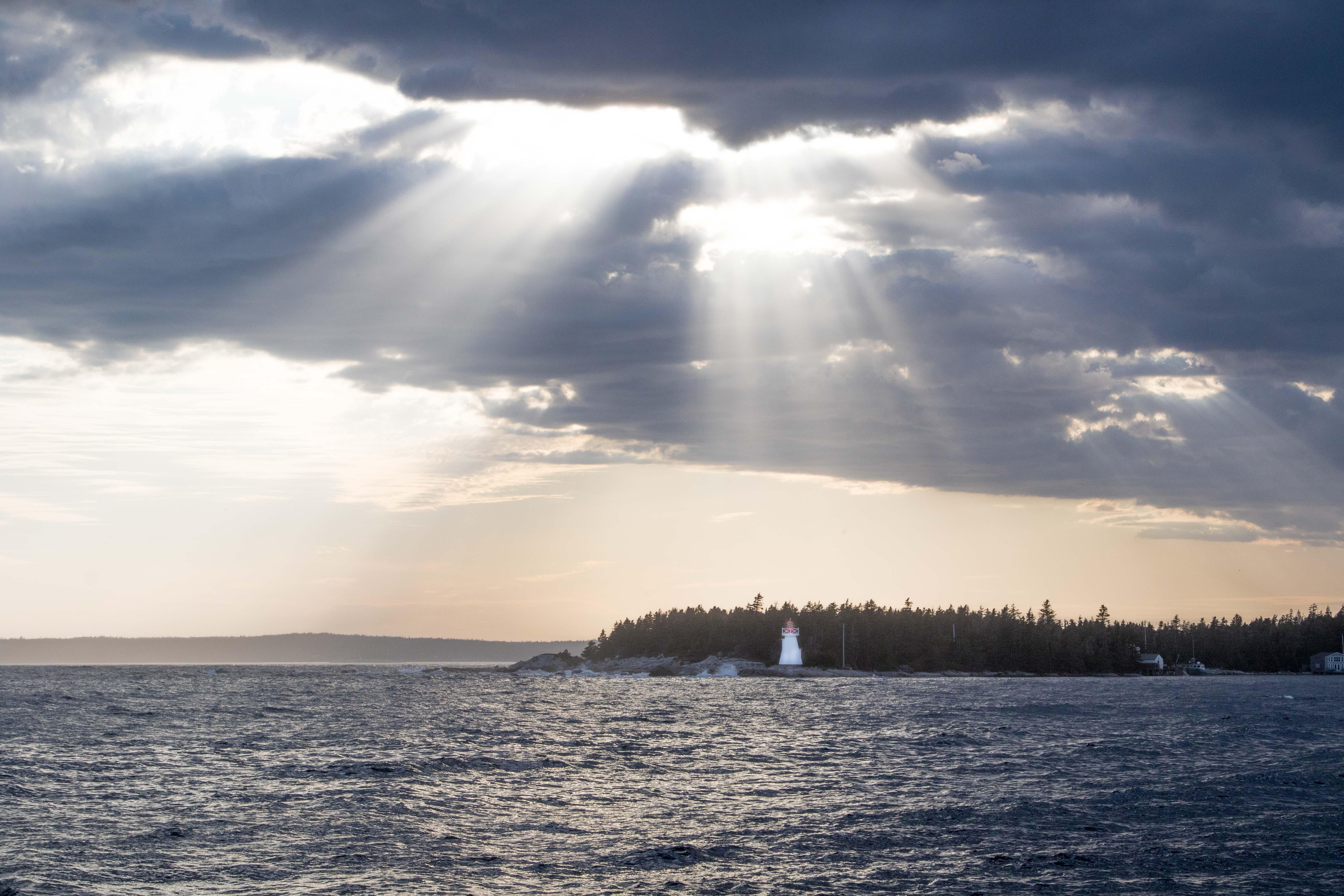 Die letzten Sonnenstrahlen über der Bucht. Schöner könnte der Abend nicht enden.