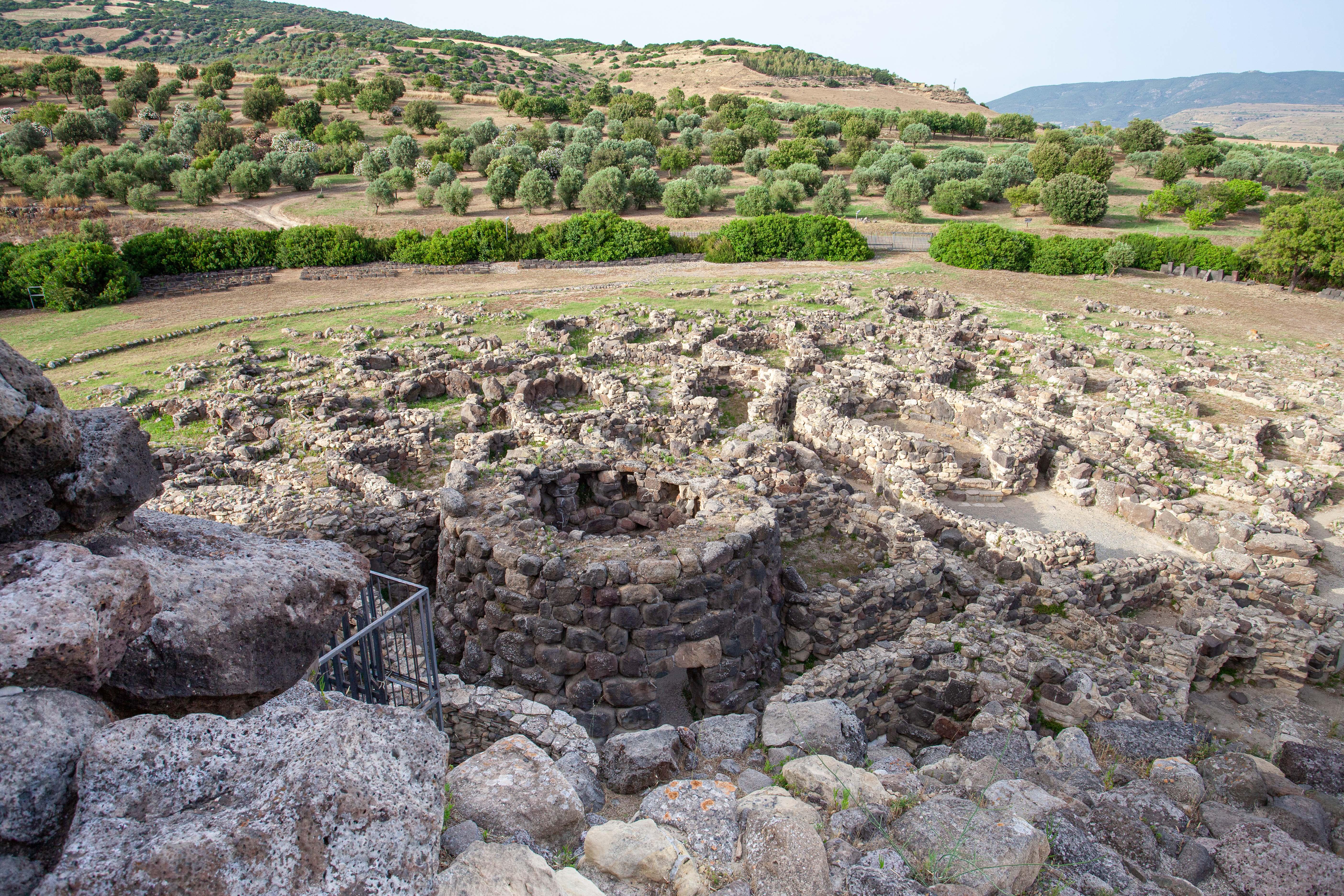 """Bei Barumini findet sich eine der am besten erhaltenen Steinbauten im Süden Sardiniens, die """"Su Nuraxi""""."""