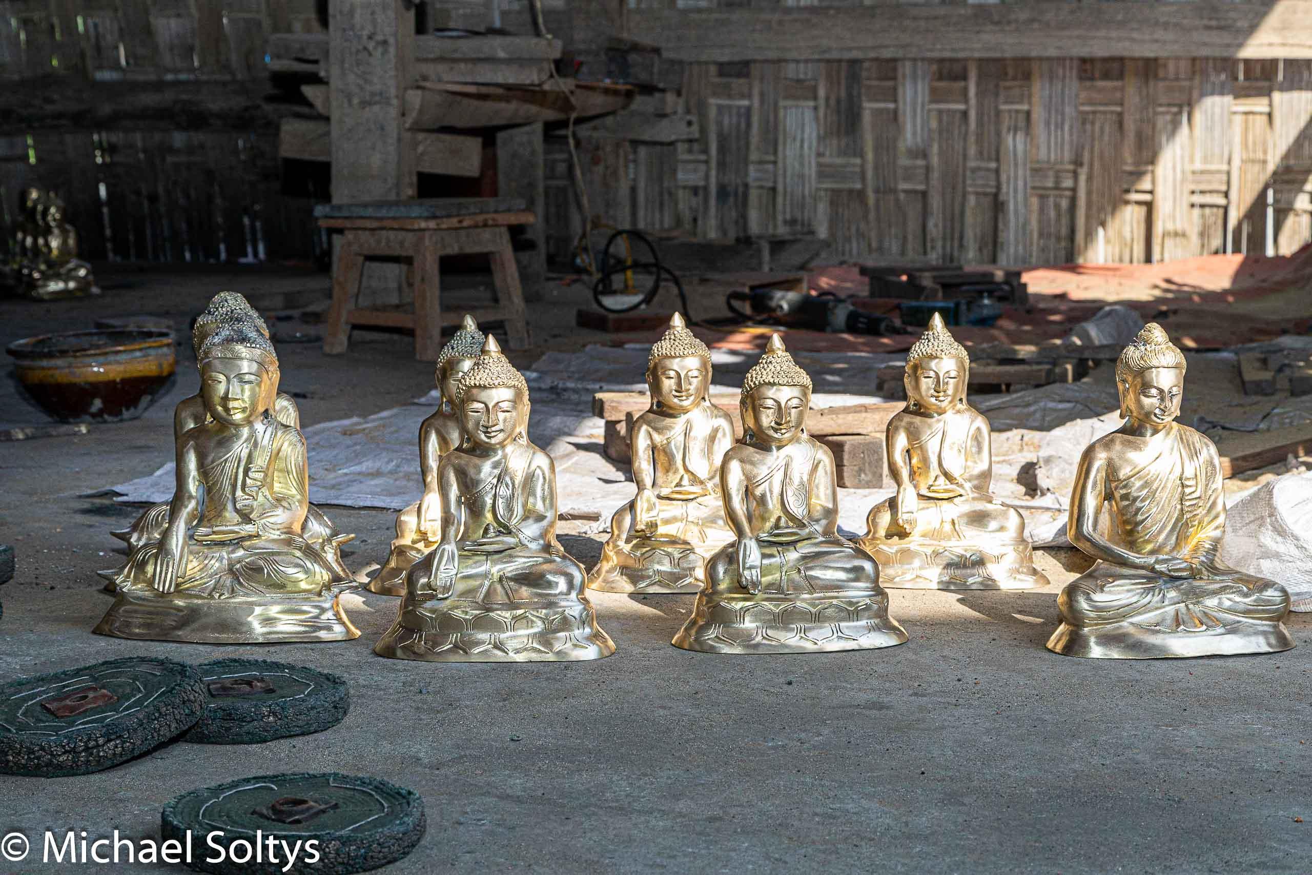 Die kleinen Buddhas werden an Souvernirläden verkauft.
